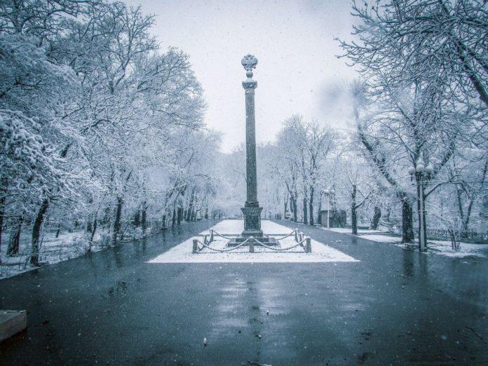 В Ростов-на-Дону посреди марта вернулась зима. Весь город в снегу
