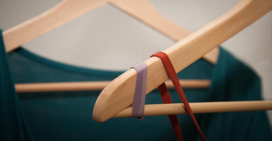 Лайфхак чтобы одежда не соскальзывала с вешалки