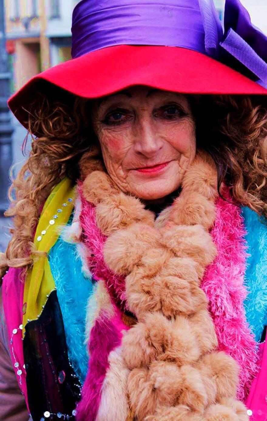 Рози - 80-летняя бездомная дама, местная знаменитость и истинная икона стиля