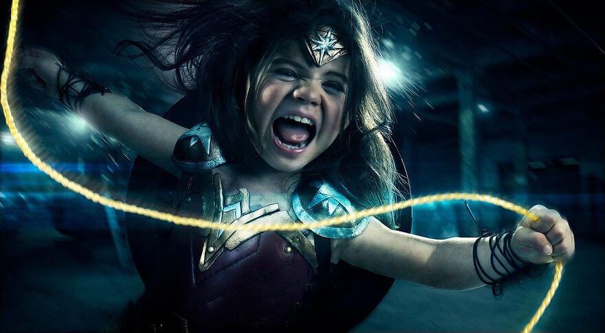 Чудо-женщина - трехлетняя дочь фотографа в образе супергероя из одноименного фильма
