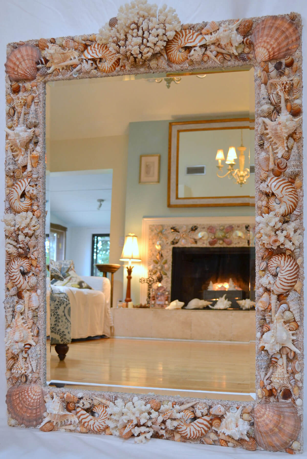 являются декор зеркала ракушками фото созданный